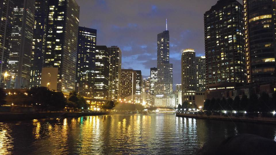 If you take one of the sunset cruises you can see Chicago's skyline during daylight, sunset, and at night.